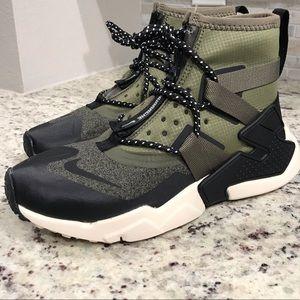 🆕 BRAND NEW Nike Huarache Gripp Shield Shoes
